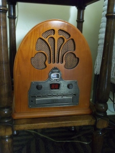 Antique Radio - Two Second Street - www.twosecondstreet.com