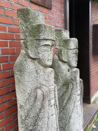 Bukchon Hanok Statues - Two Second Street - www.twosecondstreet.com